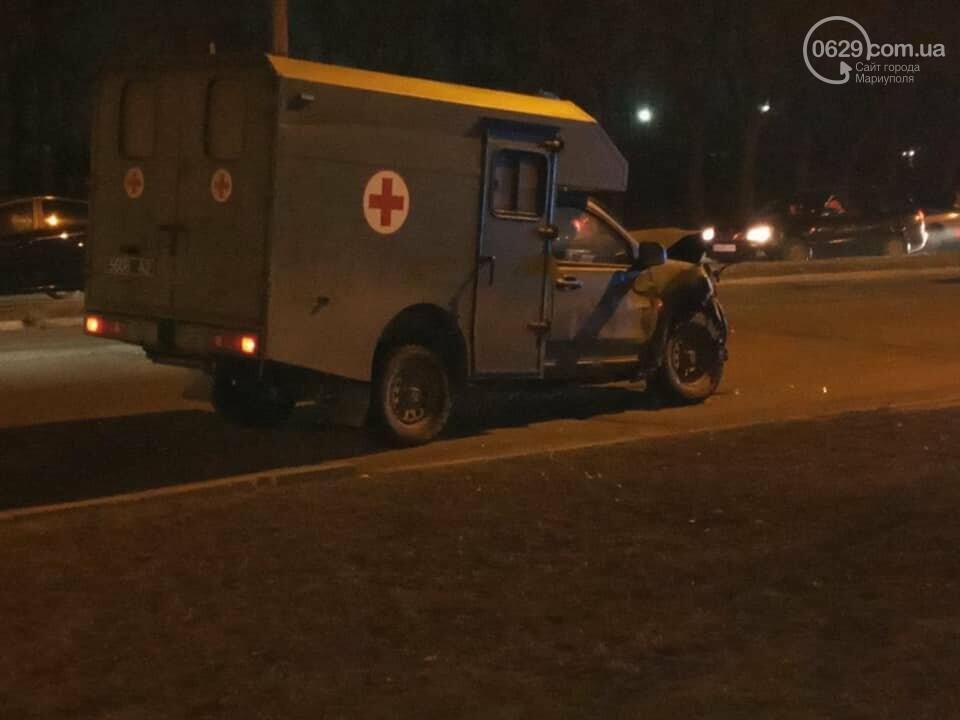 В Мариуполе на улице Флотской автомобиль медиков столкнулся с легковушкой, - ФОТО, фото-1