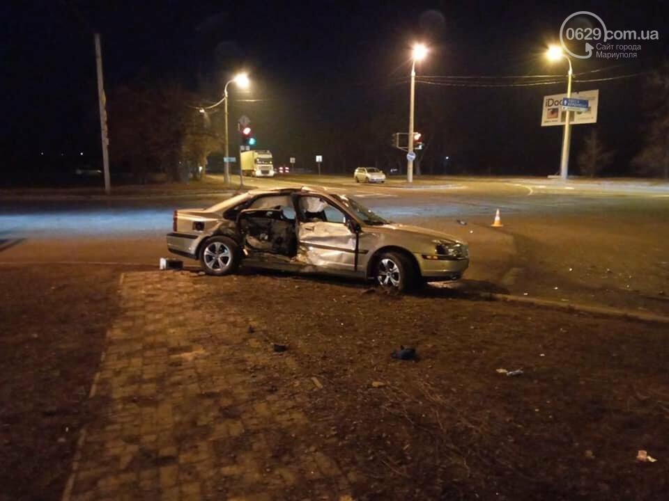В Мариуполе на улице Флотской автомобиль медиков столкнулся с легковушкой, - ФОТО, фото-2