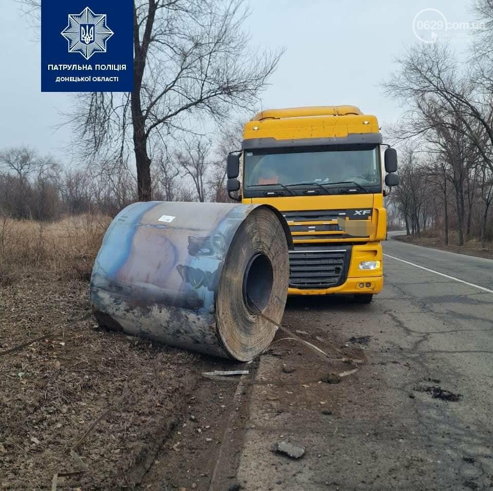 В Мариуполе с тягача укатился рулон металла, - ФОТО, фото-1