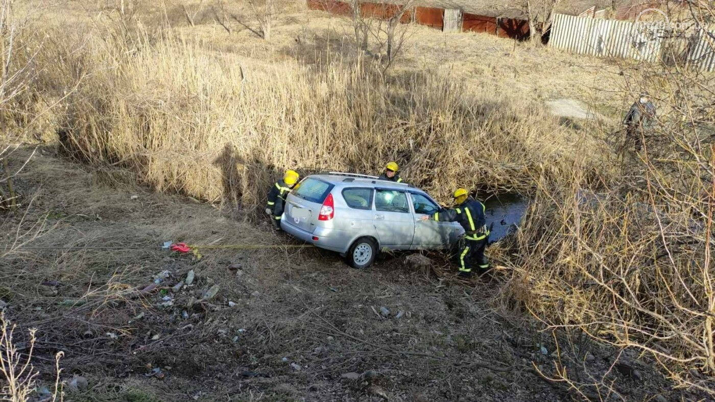В Мариуполе автомобиль слетел с 30-метровой высоты, - ФОТО, фото-1