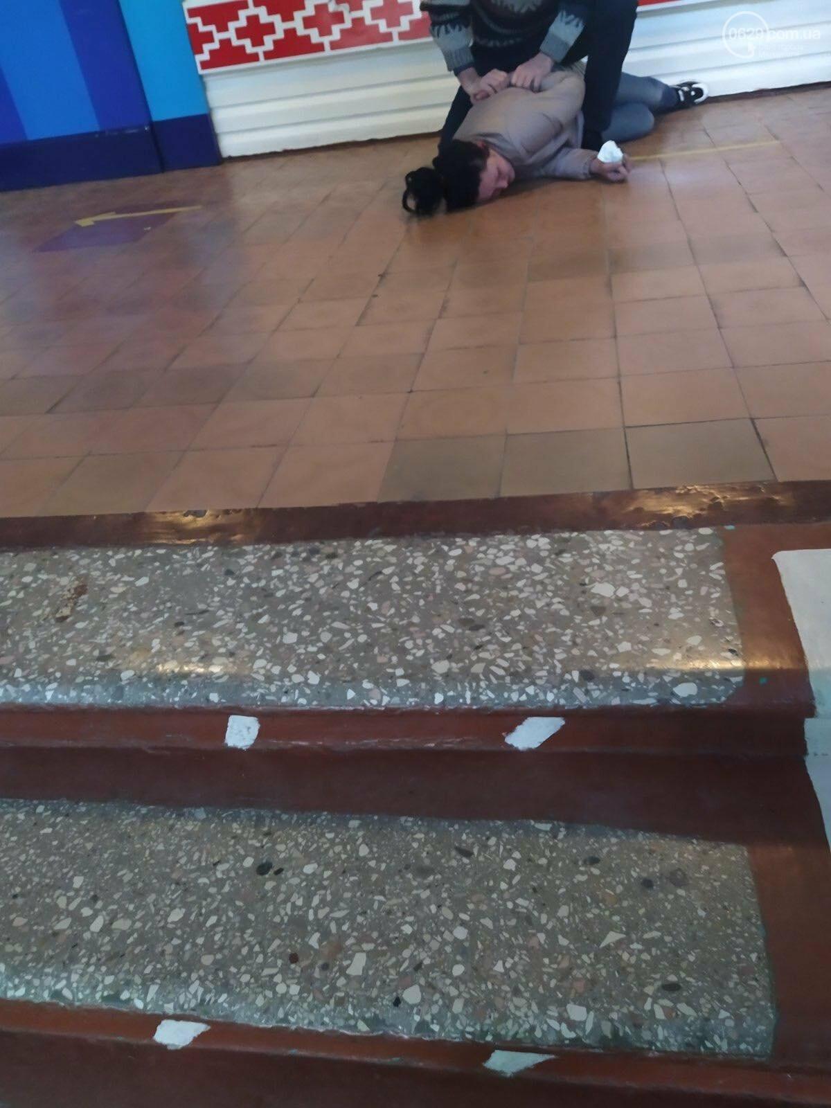 В Мариуполе пьяная мама второклассника побила директора школы и завуча,- ФОТО, ВИДЕО , фото-3