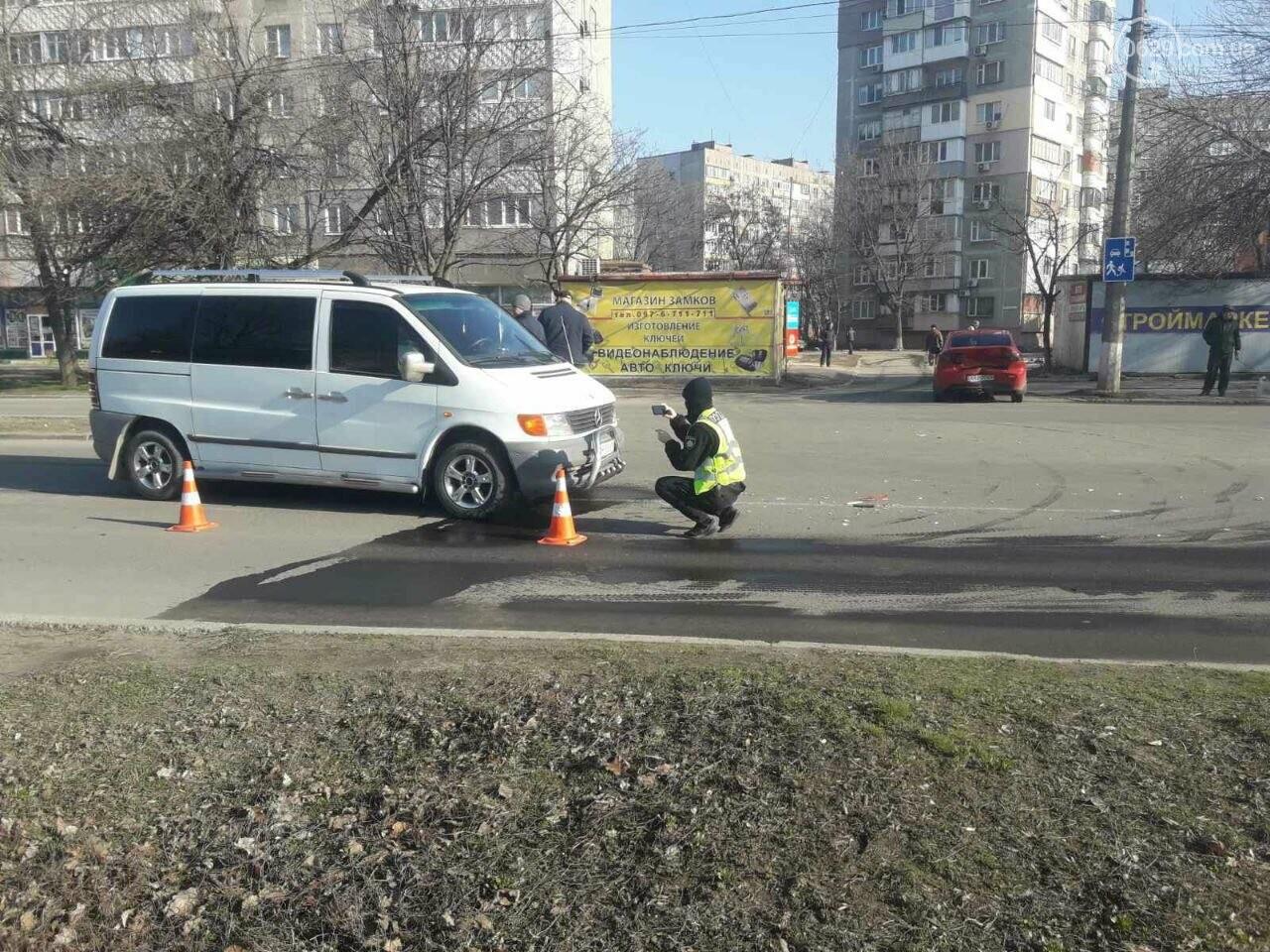 "В Мариуполе мужчина на микроавтобусе врезался в девушку на красной ""Мазде"", - ФОТО, фото-8"