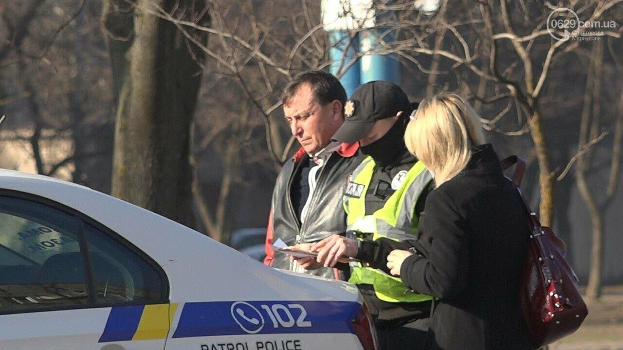 "В Мариуполе мужчина на микроавтобусе врезался в девушку на красной ""Мазде"", - ФОТО, фото-7"