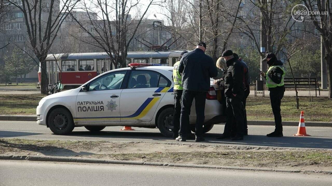 "В Мариуполе мужчина на микроавтобусе врезался в девушку на красной ""Мазде"", - ФОТО, фото-2"