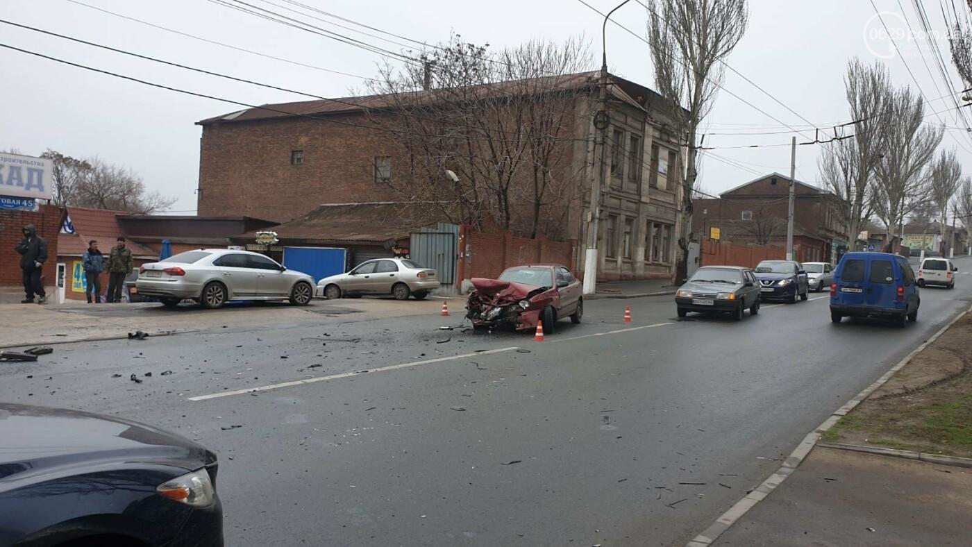 В Мариуполе в аварии на Торговой пострадали сразу три автомобиля,-ФОТО, фото-1