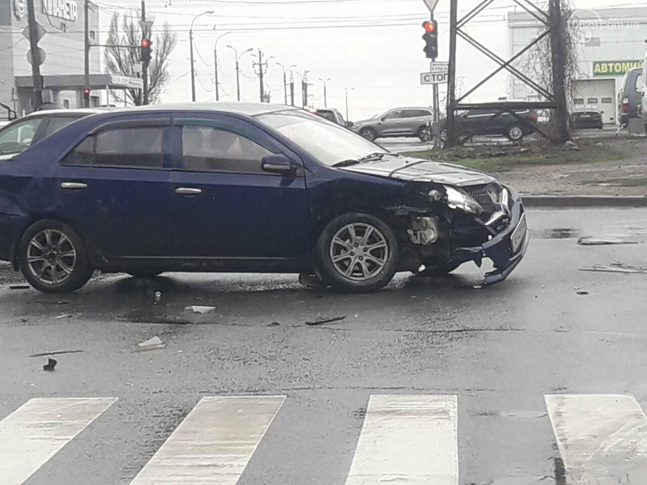 """В Мариуполе под дождем столкнулись """"десятка"""" и """"Джили"""", - ФОТО, фото-3"""
