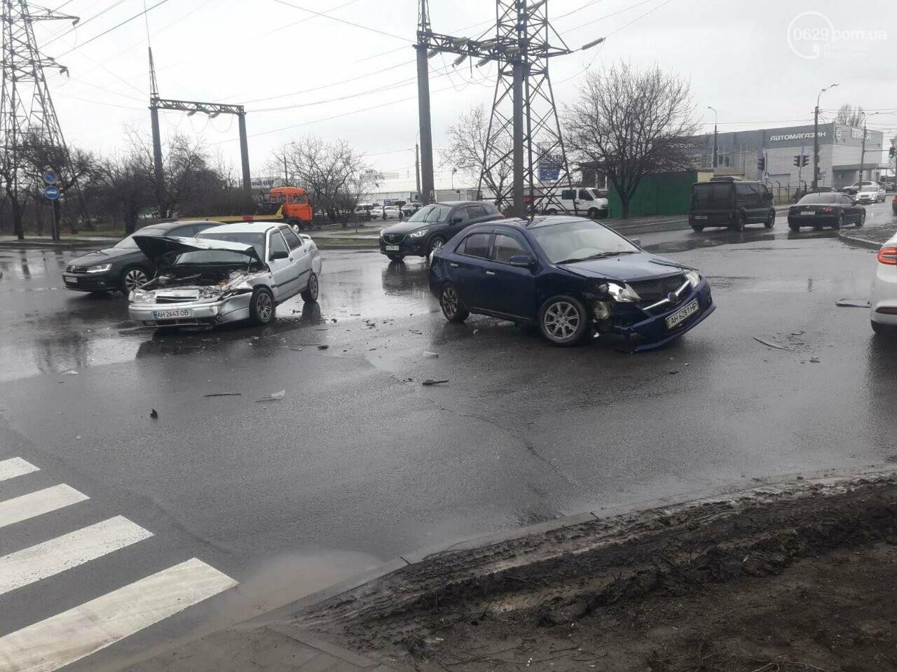 """В Мариуполе под дождем столкнулись """"десятка"""" и """"Джили"""", - ФОТО, фото-1"""