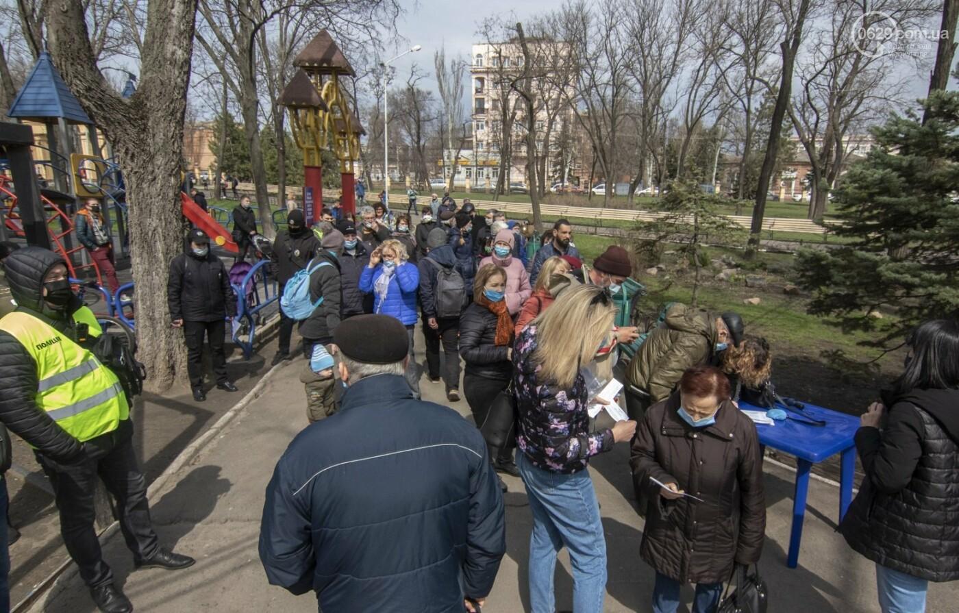 Мариупольцы возле забора Метинвеста спасали Городской сад от частного вуза,- ФОТО, ВИДЕО, фото-15