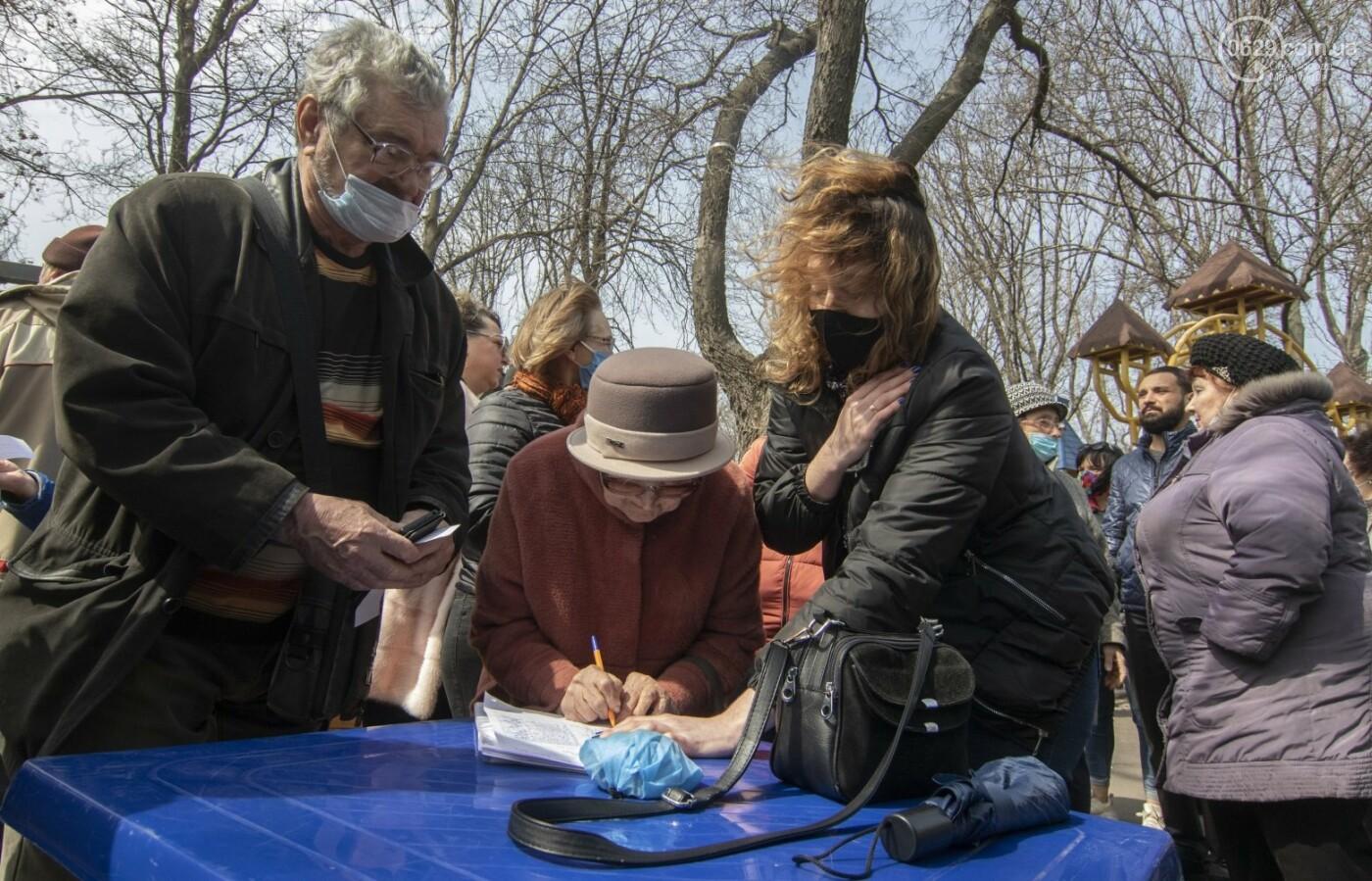 Мариупольцы возле забора Метинвеста спасали Городской сад от частного вуза,- ФОТО, ВИДЕО, фото-16