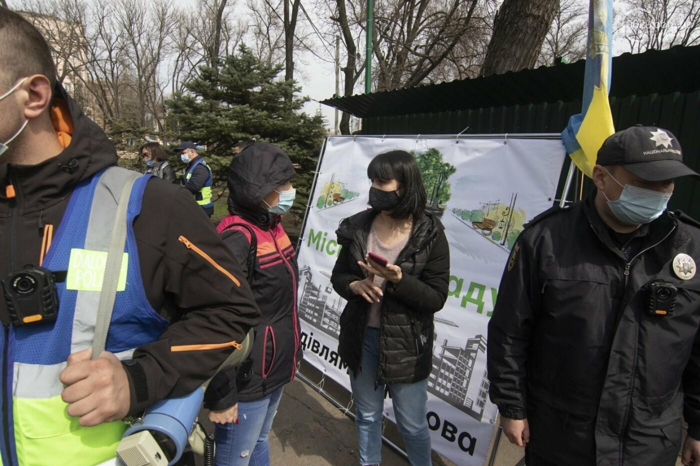 Мариупольцы возле забора Метинвеста спасали Городской сад от частного вуза,- ФОТО, ВИДЕО, фото-24