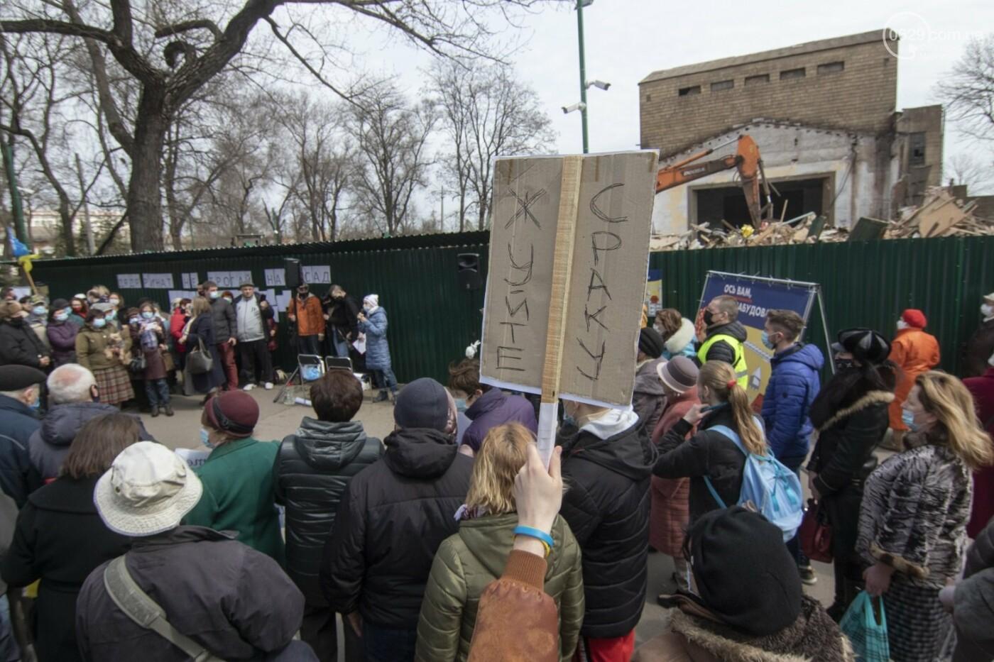 Мариупольцы возле забора Метинвеста спасали Городской сад от частного вуза,- ФОТО, ВИДЕО, фото-30