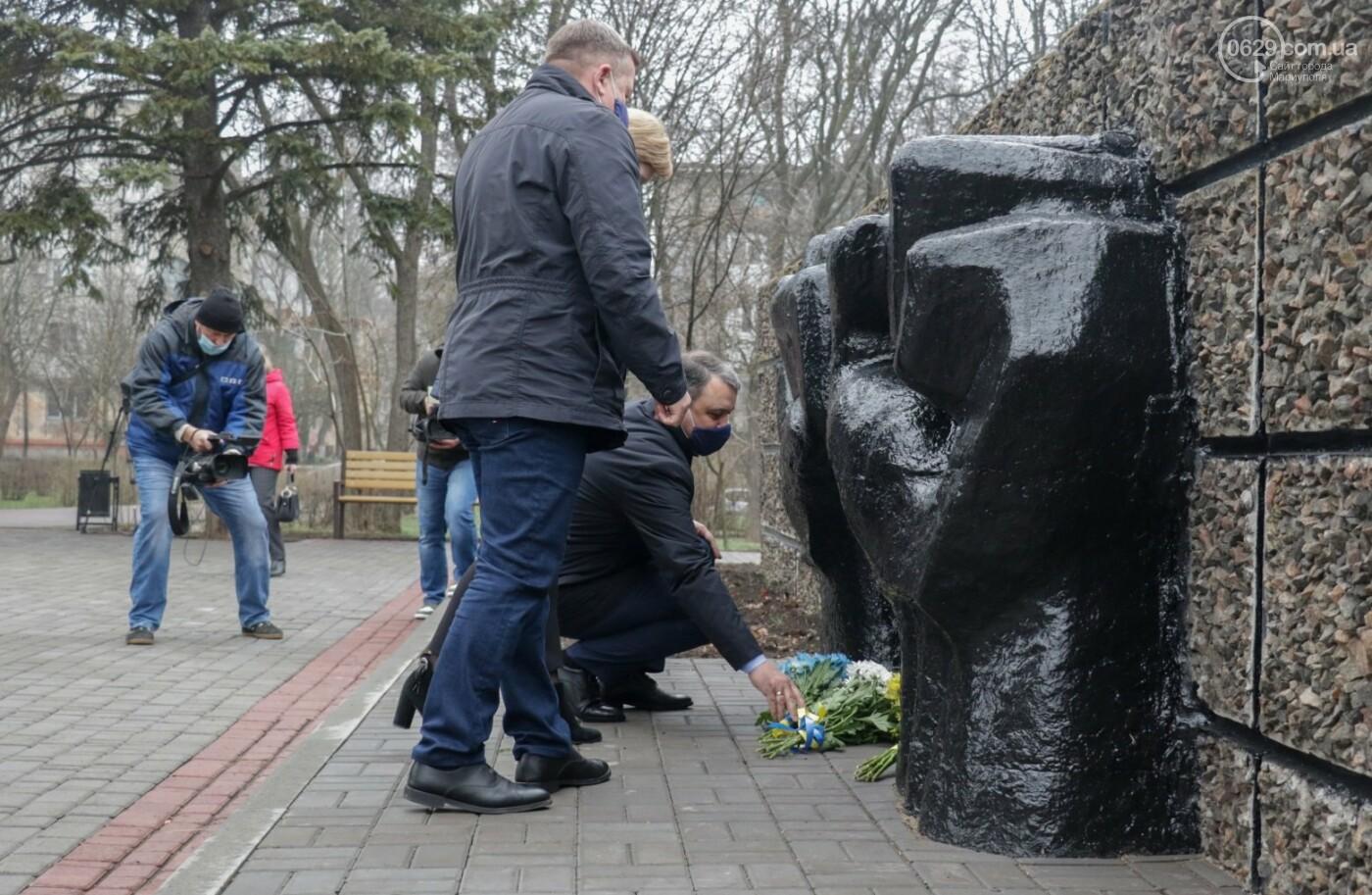 «Выкупили за 3 рейхсмарки». В Мариуполе возложили цветы в память об узниках фашистских концлагерей, - ФОТО, фото-8