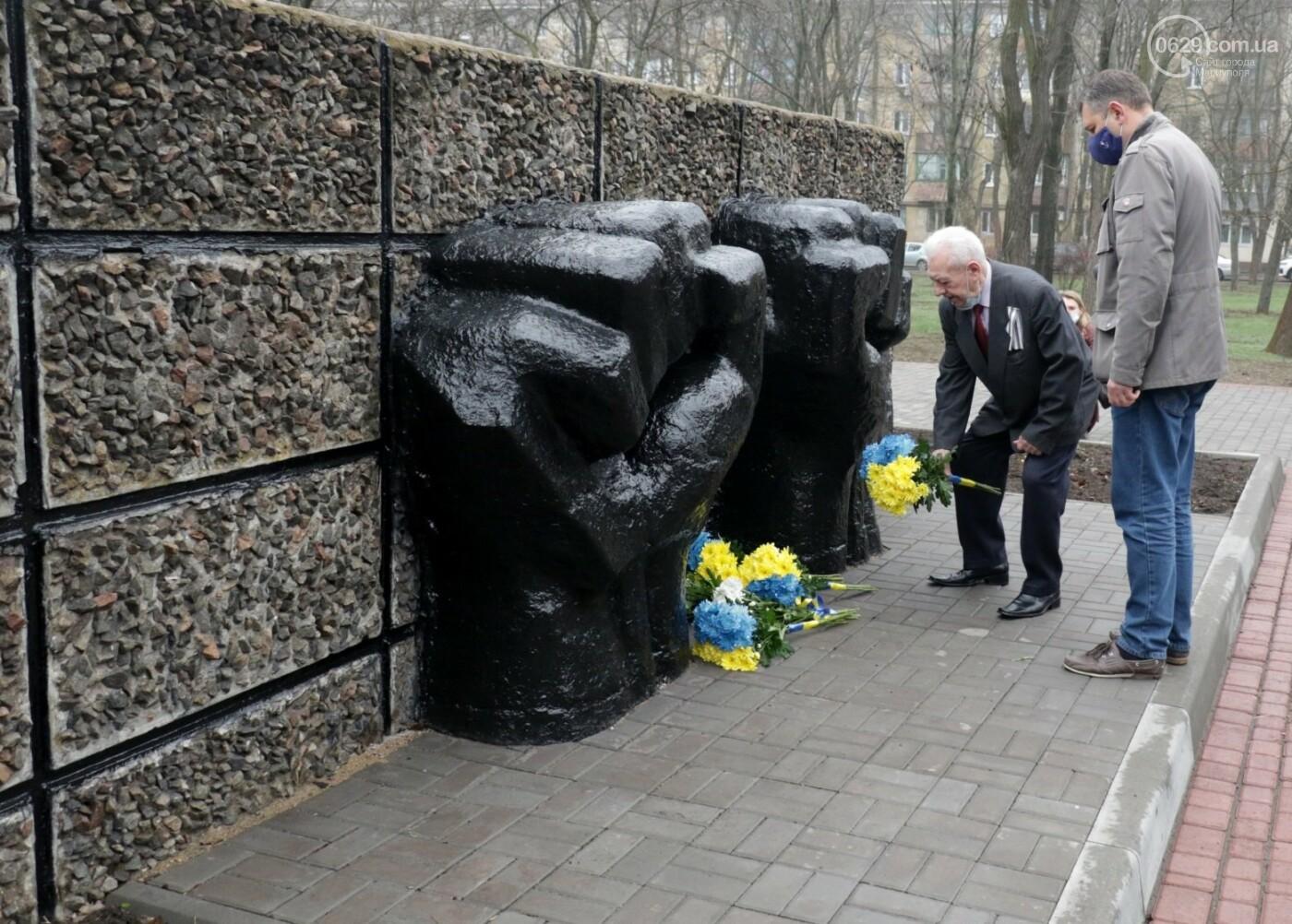 «Выкупили за 3 рейхсмарки». В Мариуполе возложили цветы в память об узниках фашистских концлагерей, - ФОТО, фото-9