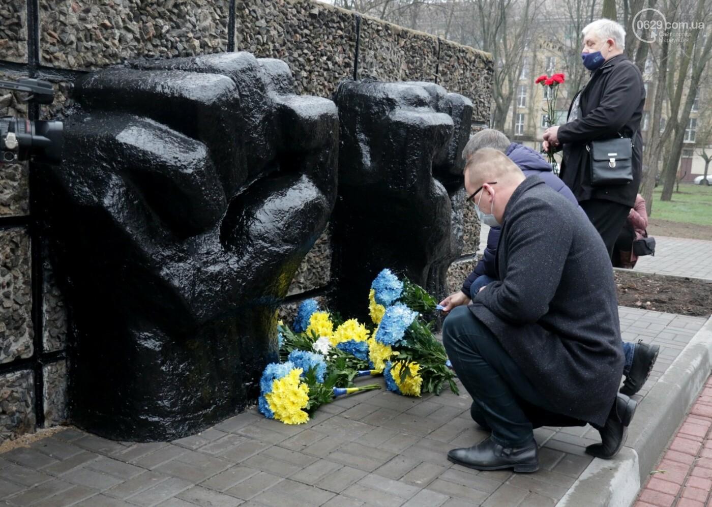 «Выкупили за 3 рейхсмарки». В Мариуполе возложили цветы в память об узниках фашистских концлагерей, - ФОТО, фото-10