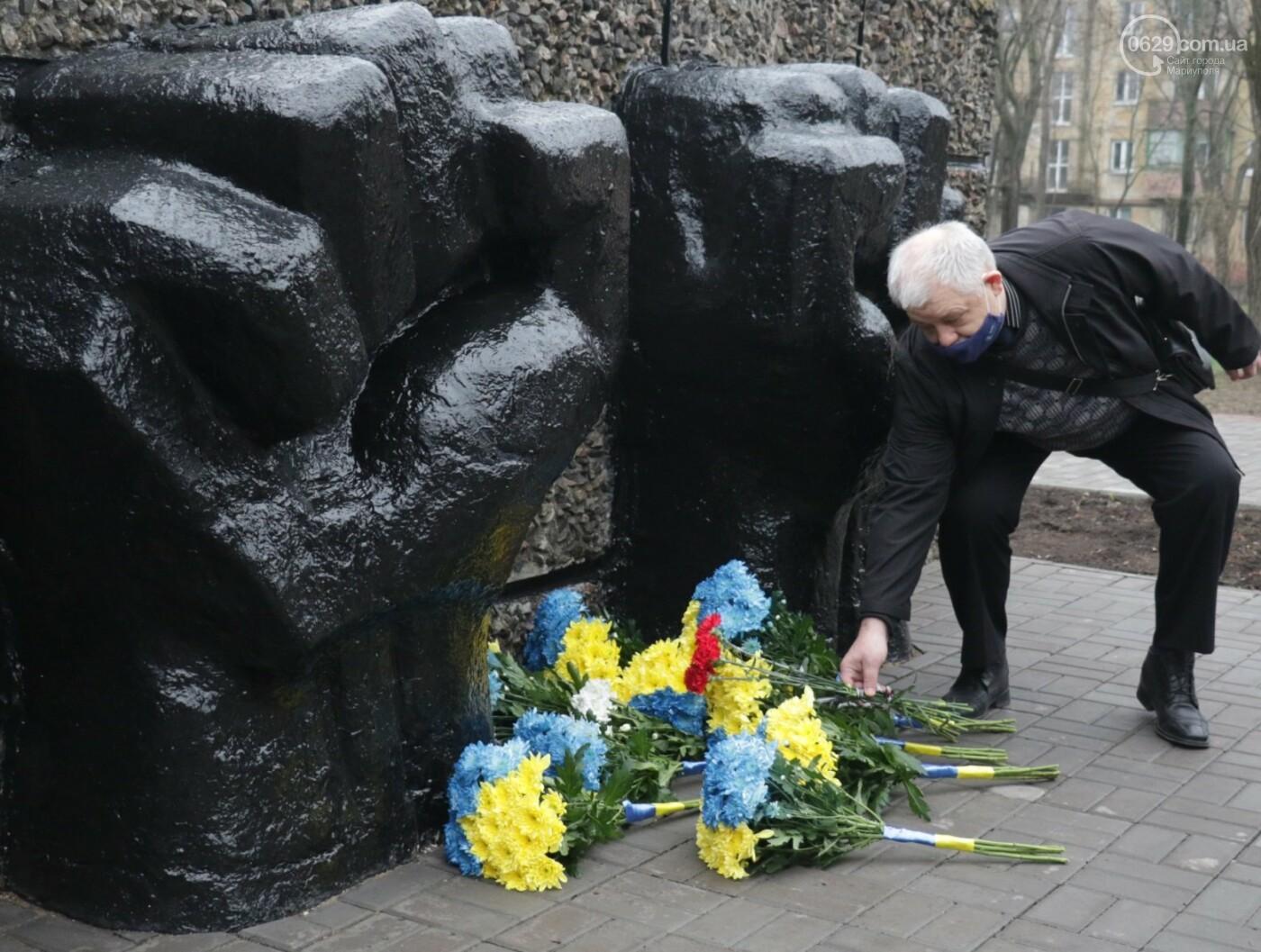 «Выкупили за 3 рейхсмарки». В Мариуполе возложили цветы в память об узниках фашистских концлагерей, - ФОТО, фото-11