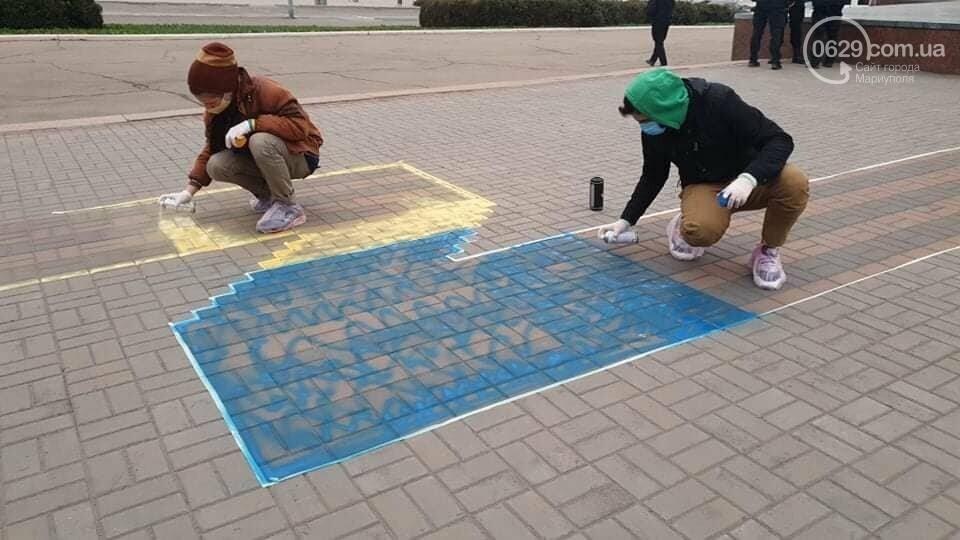 Мариупольские активисты пытались закрасить георгиевскую ленту на площади,- ФОТО, фото-4