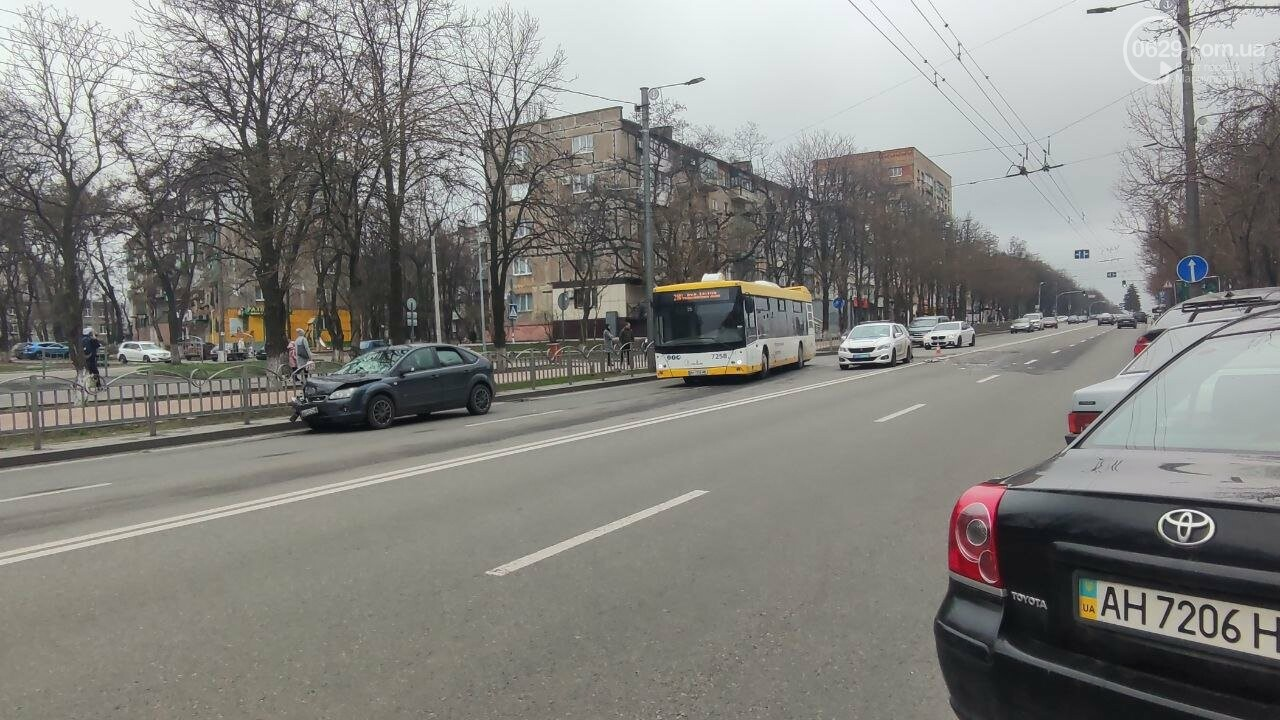"""Роковое место! В Мариуполе на одном из самых аварийных перекрестков столкнулись """"Ланос"""" и """"Форд"""", - ФОТО, фото-8"""
