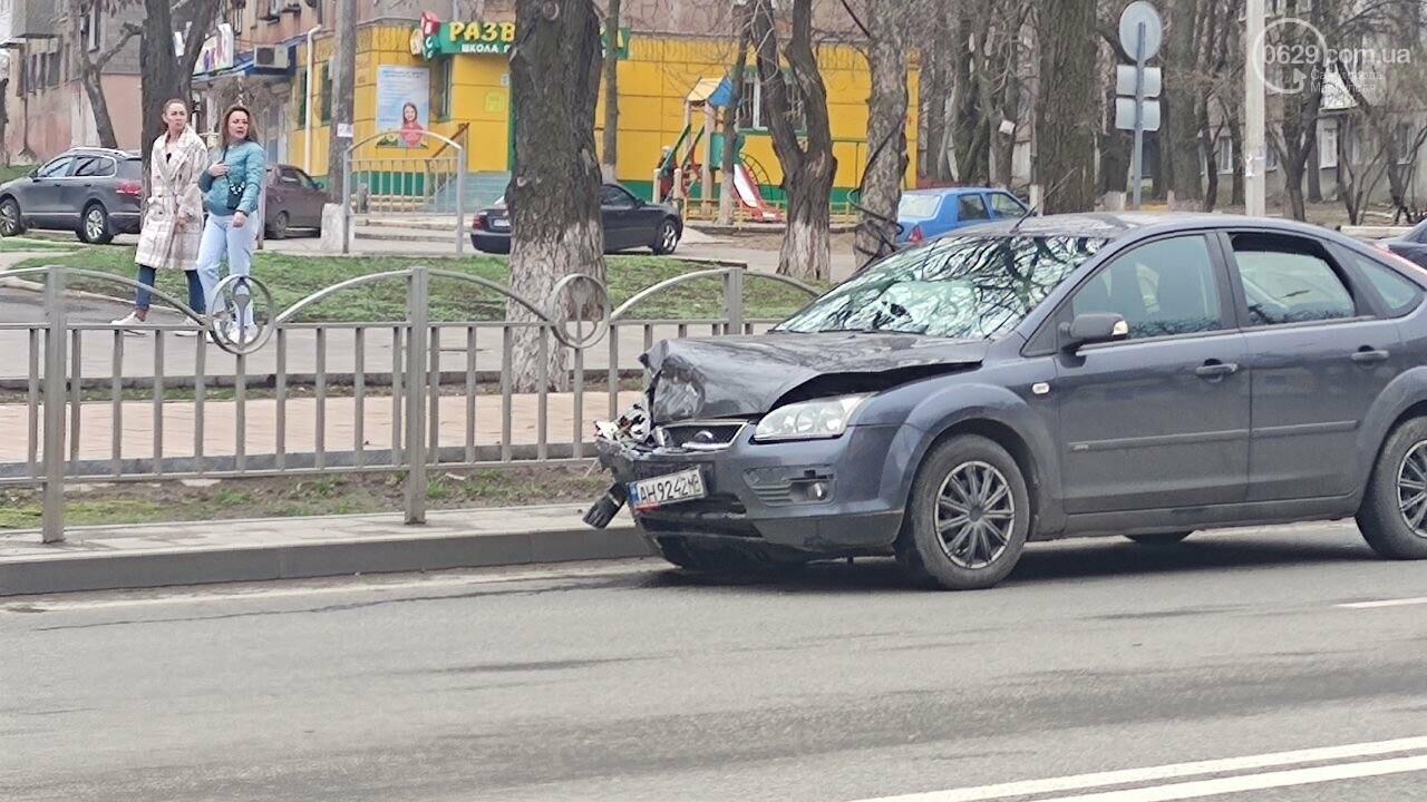"""Роковое место! В Мариуполе на одном из самых аварийных перекрестков столкнулись """"Ланос"""" и """"Форд"""", - ФОТО, фото-4"""