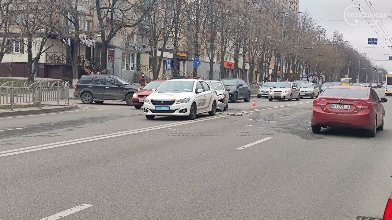 """Роковое место! В Мариуполе на одном из самых аварийных перекрестков столкнулись """"Ланос"""" и """"Форд"""", - ФОТО, фото-7"""