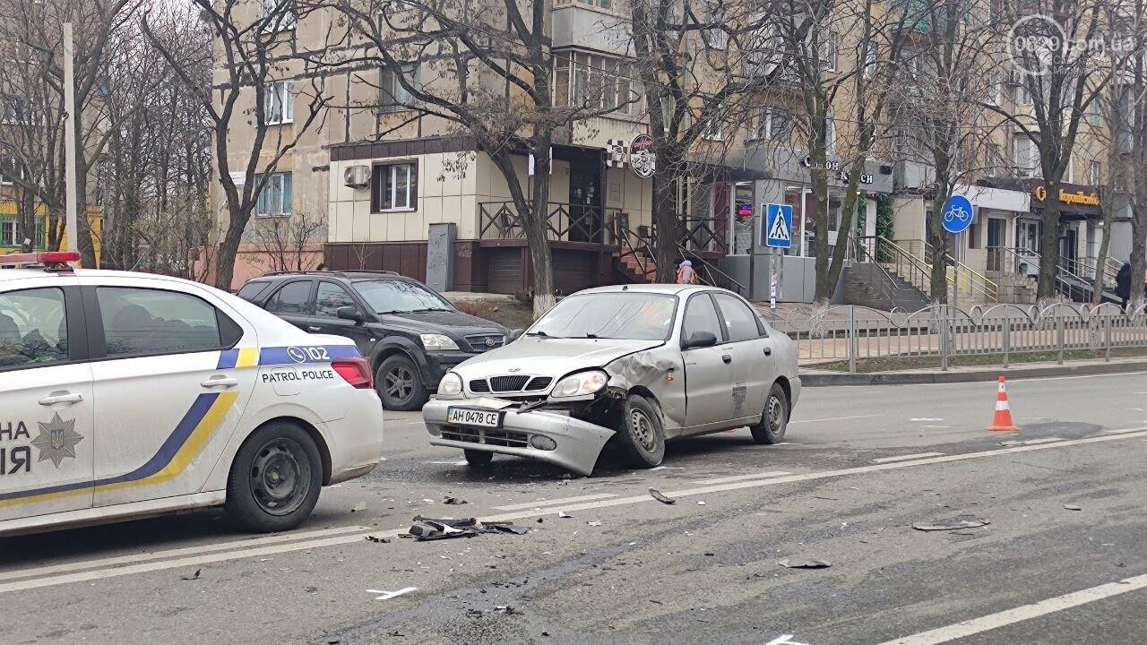 """Роковое место! В Мариуполе на одном из самых аварийных перекрестков столкнулись """"Ланос"""" и """"Форд"""", - ФОТО, фото-6"""