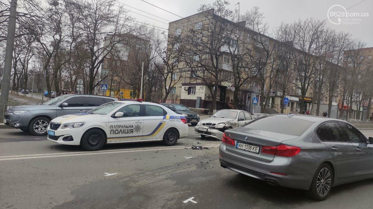 """Роковое место! В Мариуполе на одном из самых аварийных перекрестков столкнулись """"Ланос"""" и """"Форд"""", - ФОТО, фото-3"""