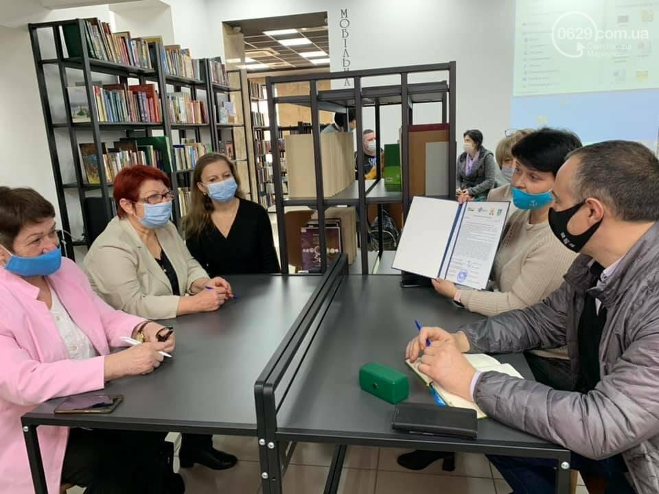 """В Мариуполе показали, как люди с нарушением зрения могут """"смотреть"""" фильмы, - ФОТО, фото-1"""