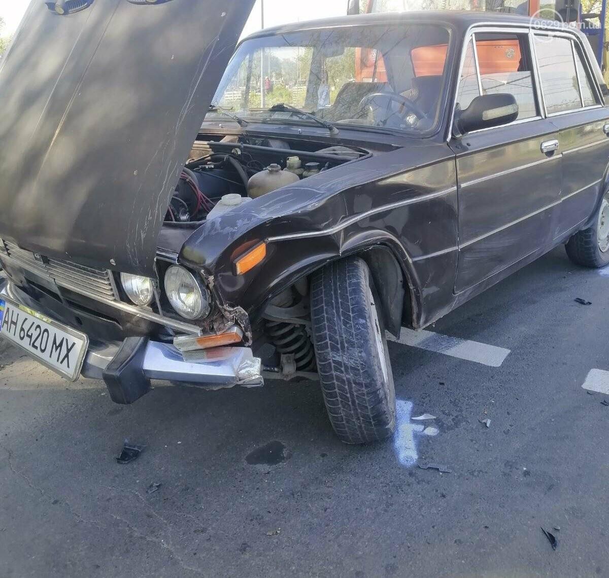 """В Мариуполе Hyundai поехал на """"красный"""" и врезался в ВАЗ, - ФОТО, фото-1"""