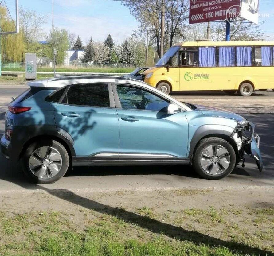 """В Мариуполе Hyundai поехал на """"красный"""" и врезался в ВАЗ, - ФОТО, фото-2"""