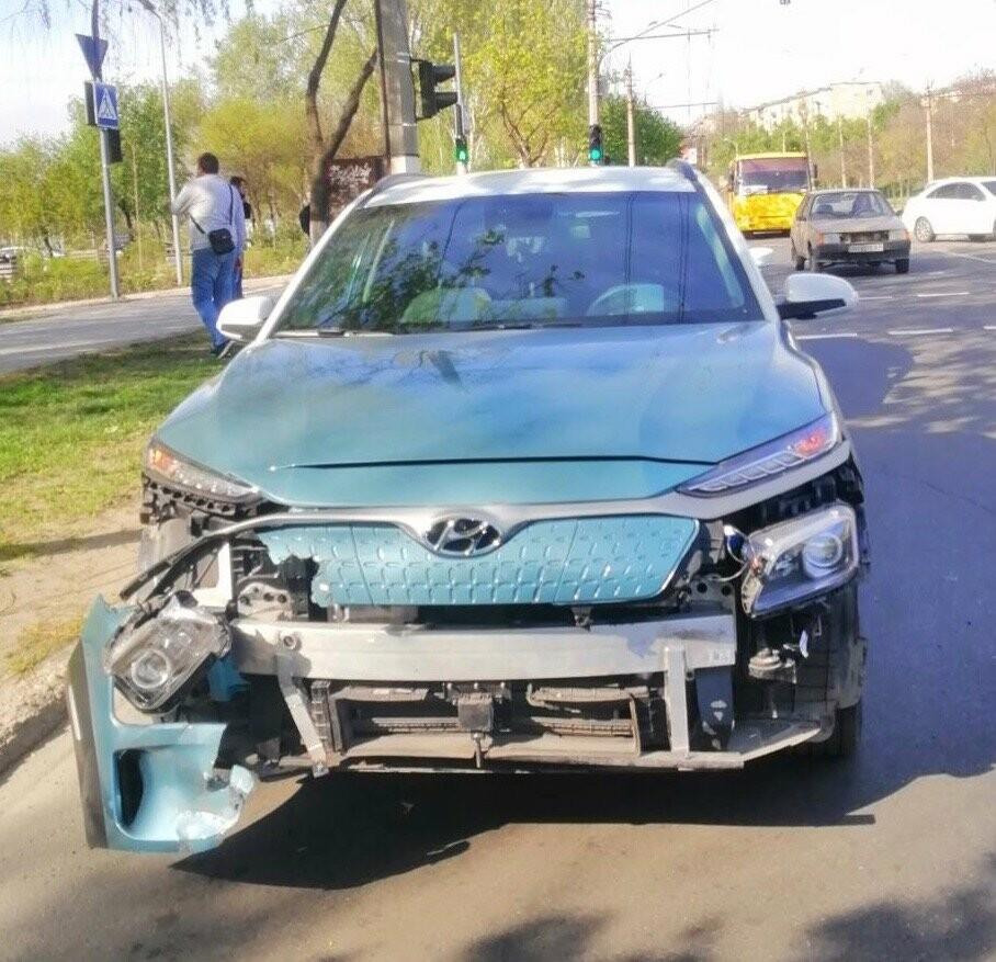"""В Мариуполе Hyundai поехал на """"красный"""" и врезался в ВАЗ, - ФОТО, фото-3"""