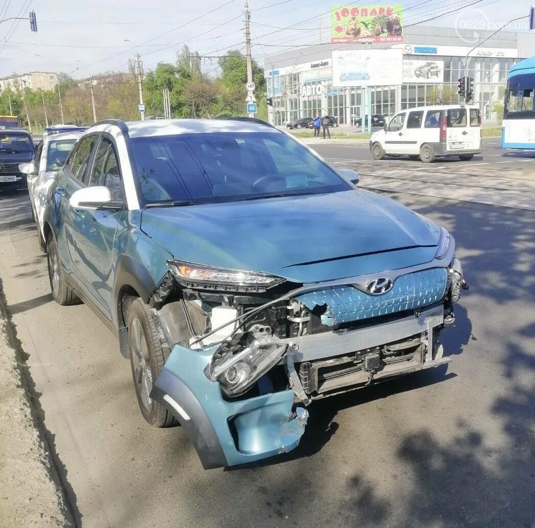 """В Мариуполе Hyundai поехал на """"красный"""" и врезался в ВАЗ, - ФОТО, фото-4"""
