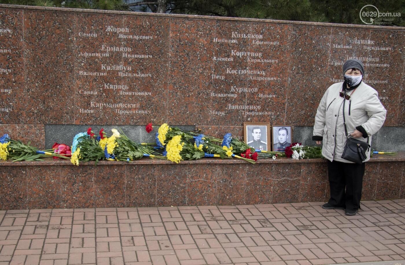 День Победы! В Мариуполе возложили цветы к памятнику  Воинам-освободителям, - ФОТО , фото-1