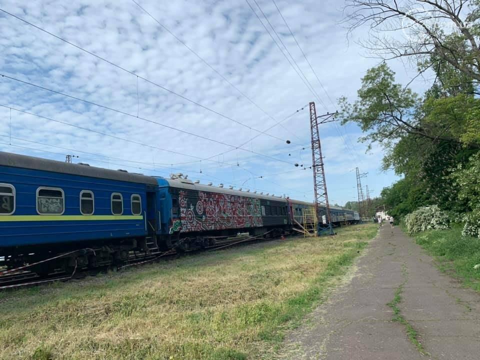 В Мариуполе художники со всей Украины захватили поезд, - ФОТО, ВИДЕО, фото-5
