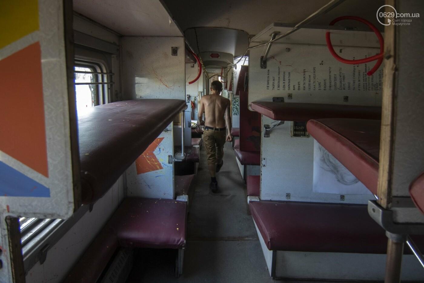 Во что превратили художники старый железнодорожный состав в Мариуполе. 33 фотографии! , фото-16