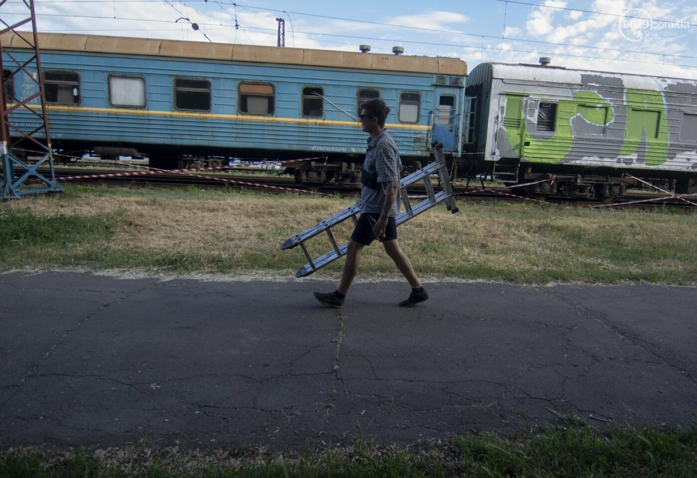 Во что превратили художники старый железнодорожный состав в Мариуполе. 33 фотографии! , фото-2