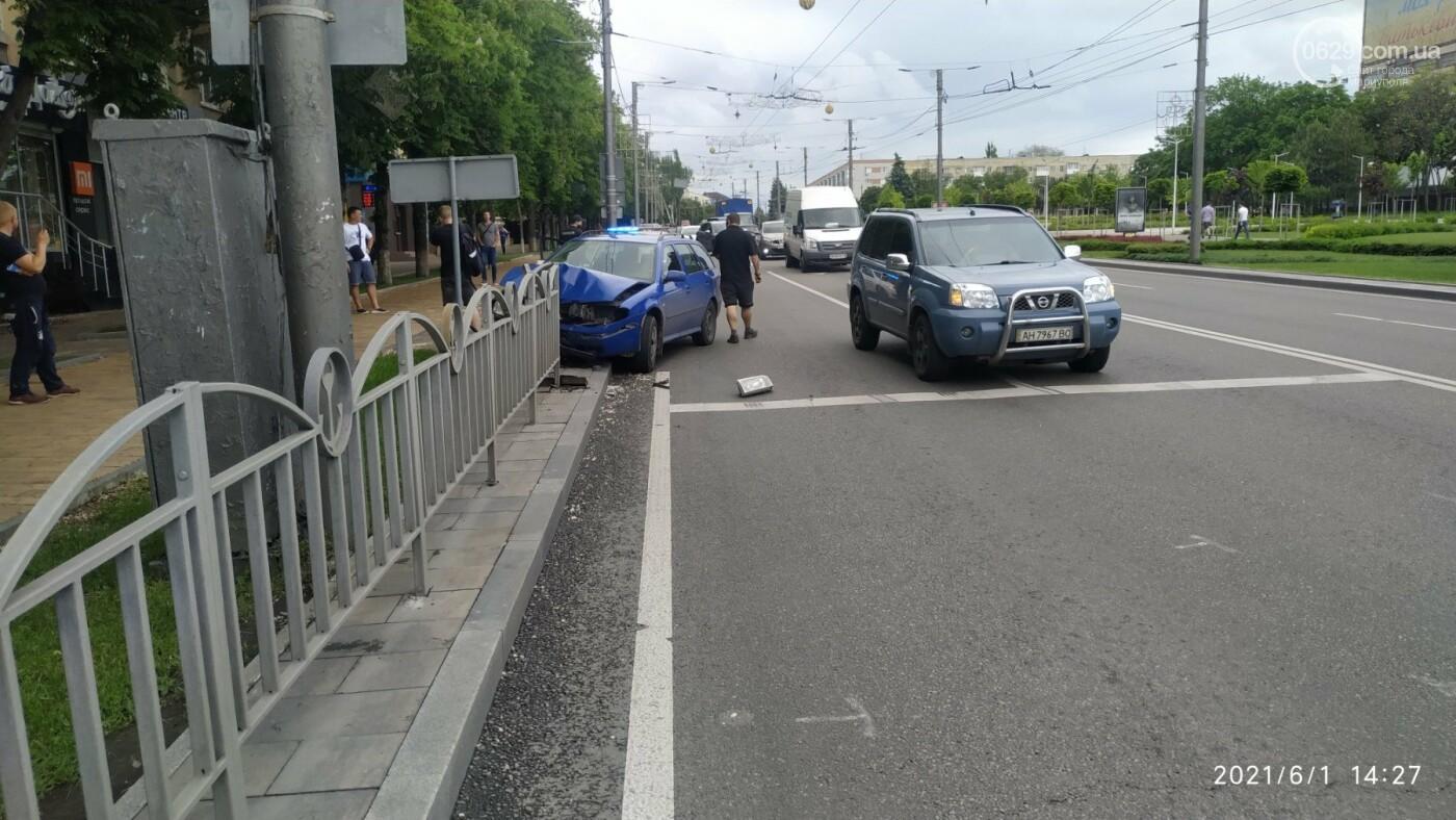 В центре Мариуполя Skoda влетела в ограждение, - ФОТО, фото-4