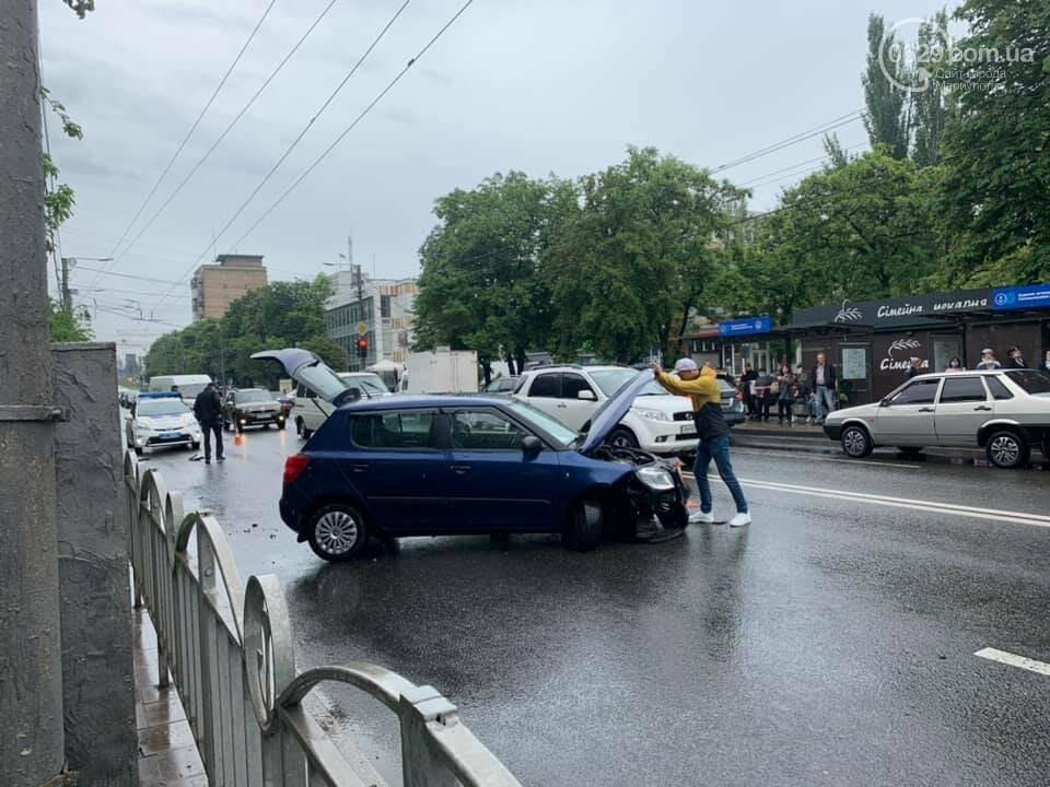 На проспекте Мира водитель влетел в дорожное ограждение, - ФОТО, фото-1