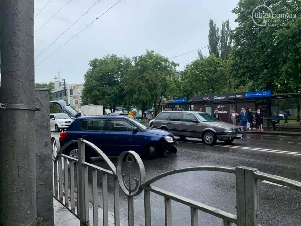 На проспекте Мира водитель влетел в дорожное ограждение, - ФОТО, фото-2