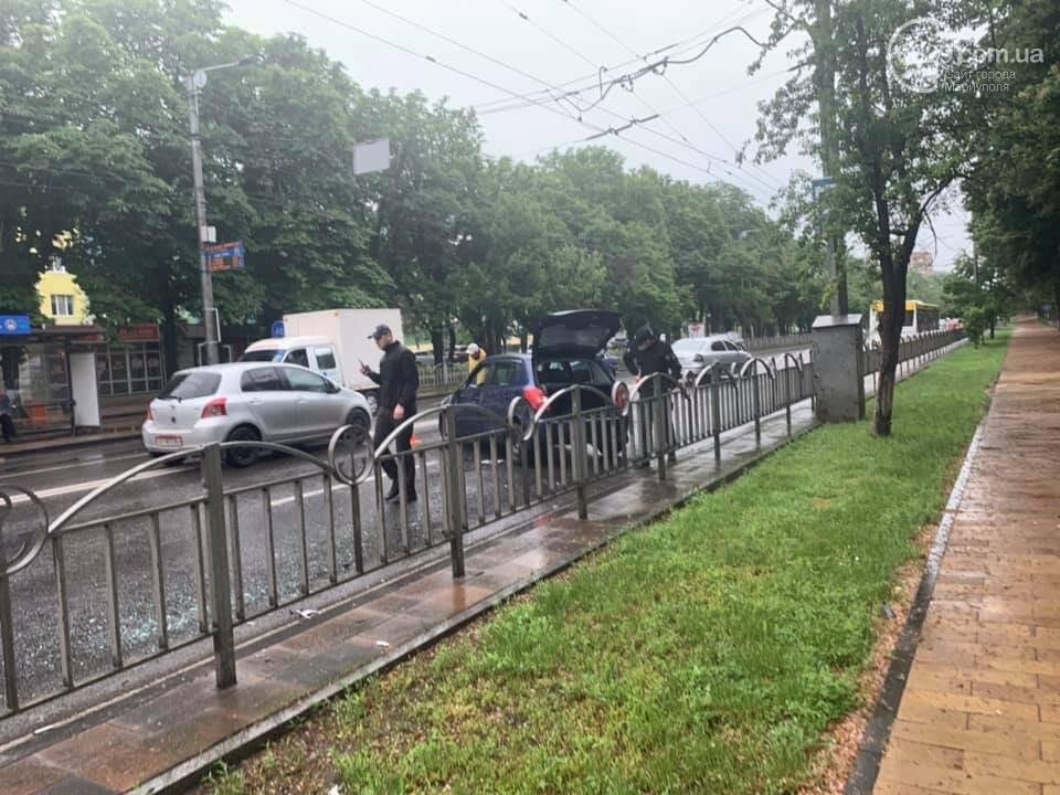 На проспекте Мира водитель влетел в дорожное ограждение, - ФОТО, фото-3