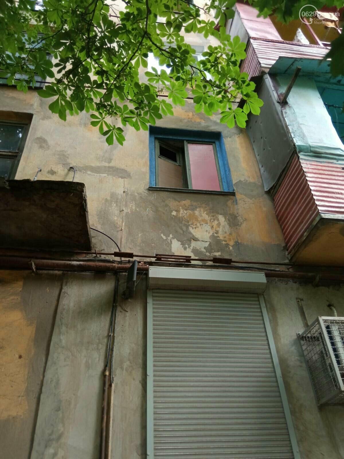 Соседи в ужасе! Бомжи и наркоманы захватили пустующую квартиру в Мариуполе и устроили притон, - ФОТО, фото-2