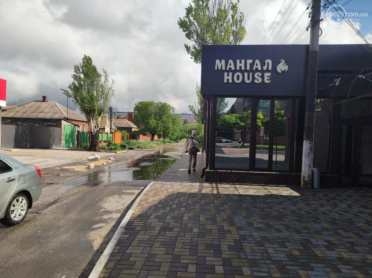 Пешеходов вытеснили: в Мариуполе кафе полностью захватило тротуар, - ФОТО, фото-2