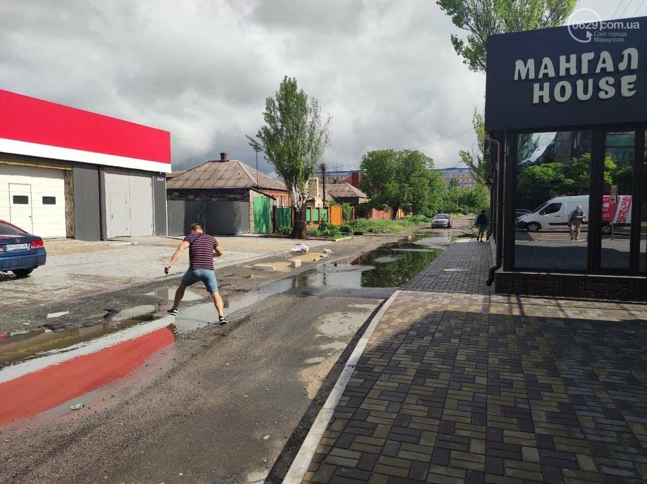 Пешеходов вытеснили: в Мариуполе кафе полностью захватило тротуар, - ФОТО, фото-1