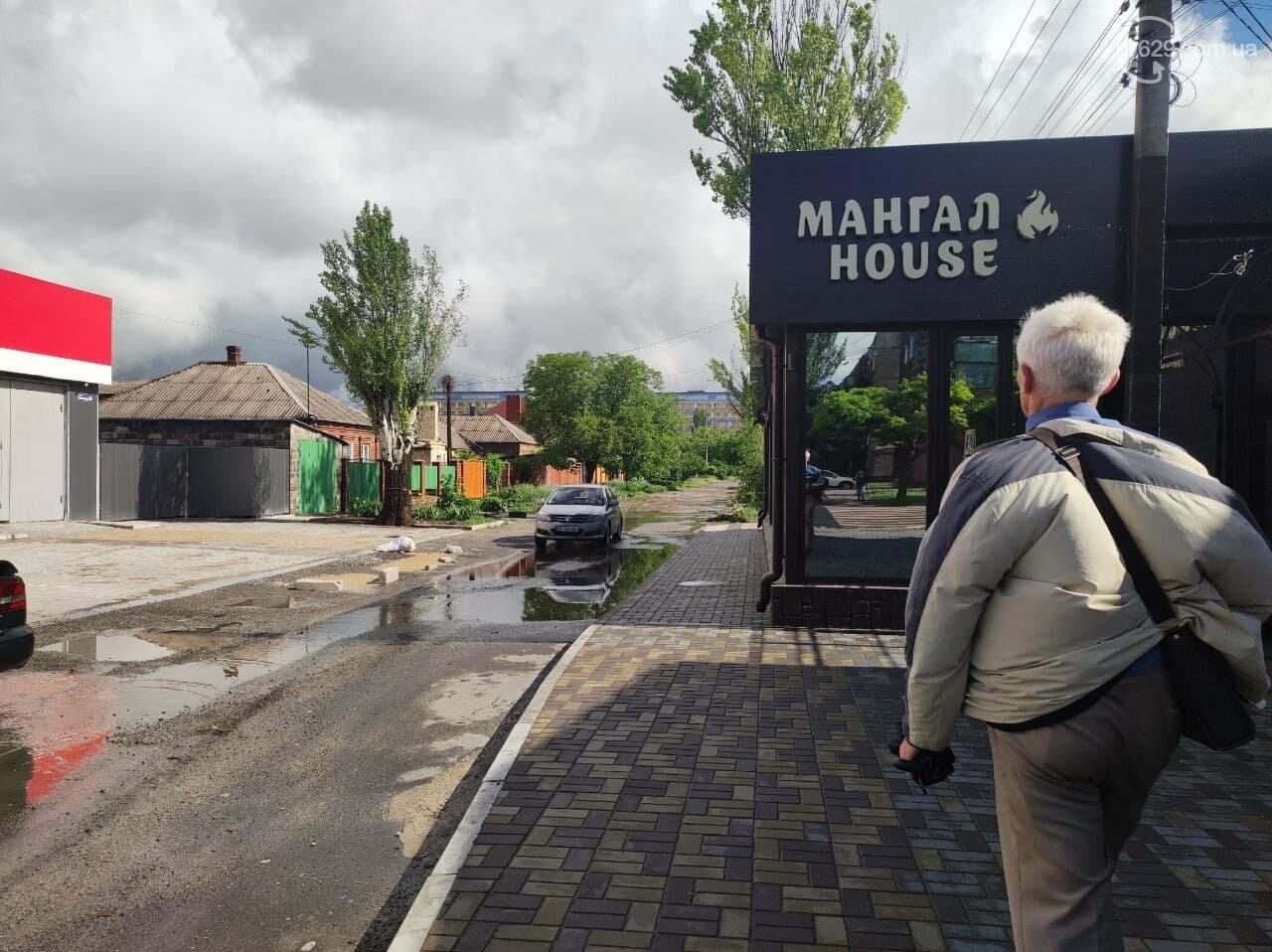 Пешеходов вытеснили: в Мариуполе кафе полностью захватило тротуар, - ФОТО, фото-6