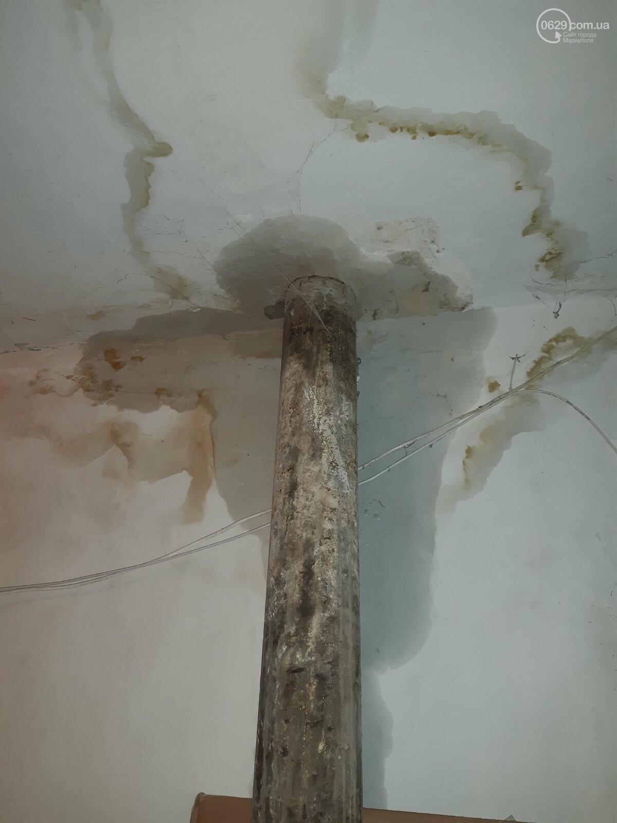 Протікаючий дах в одній з 9-поверхівок Маріуполя став каменем спотикання мешканців, - ФОТО, фото-4
