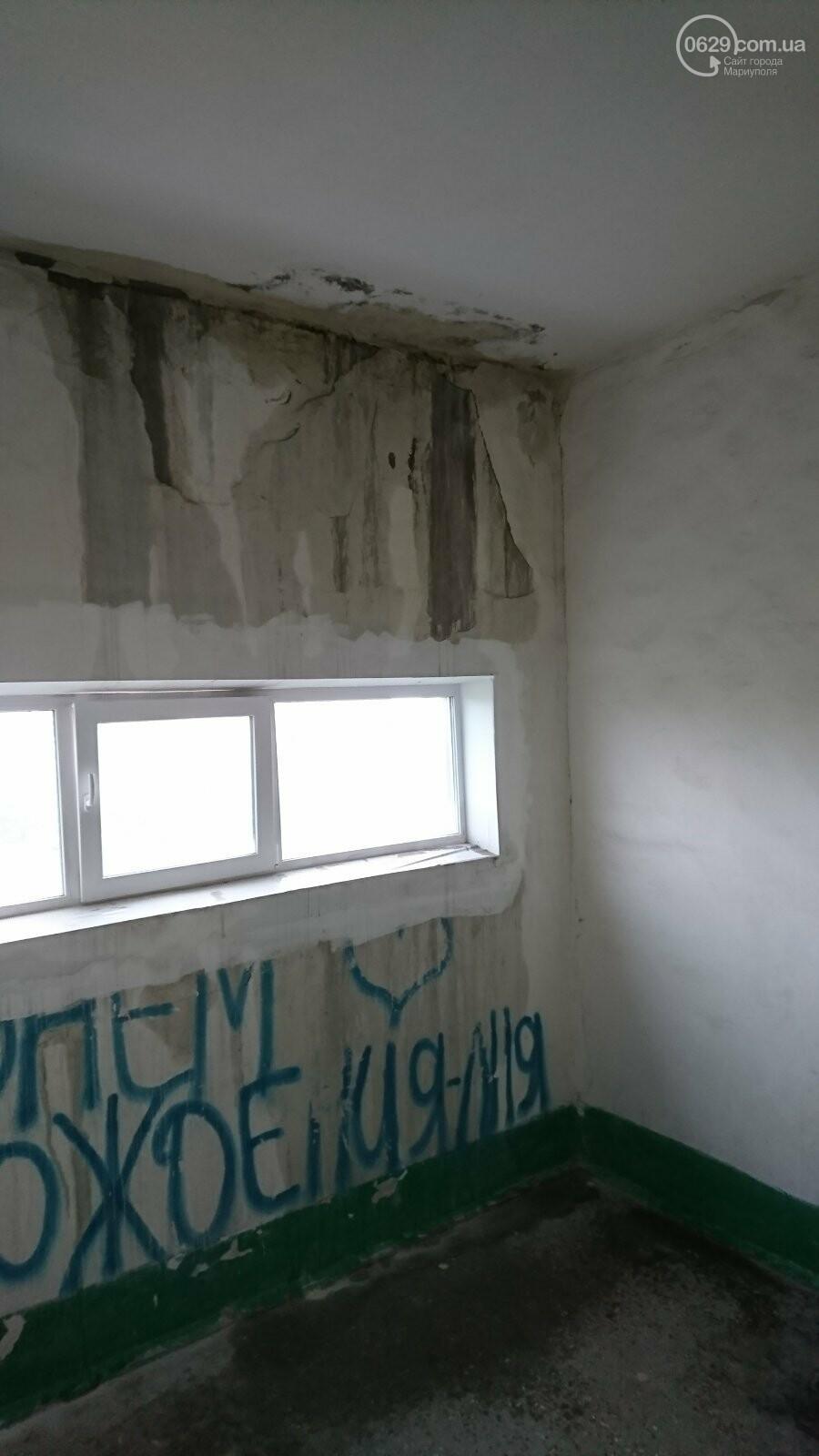 Протікаючий дах в одній з 9-поверхівок Маріуполя став каменем спотикання мешканців, - ФОТО, фото-7