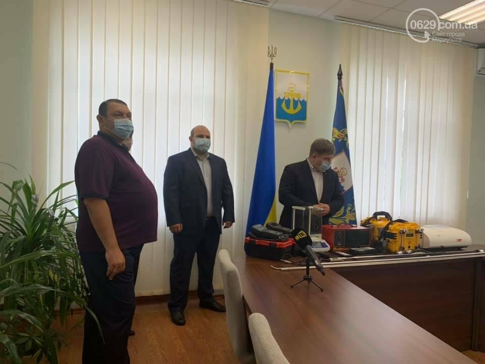 Про экологию шепотом.  Как зам. мэра передавал новое оборудование для измерения выбросов, - ВИДЕО, фото-1