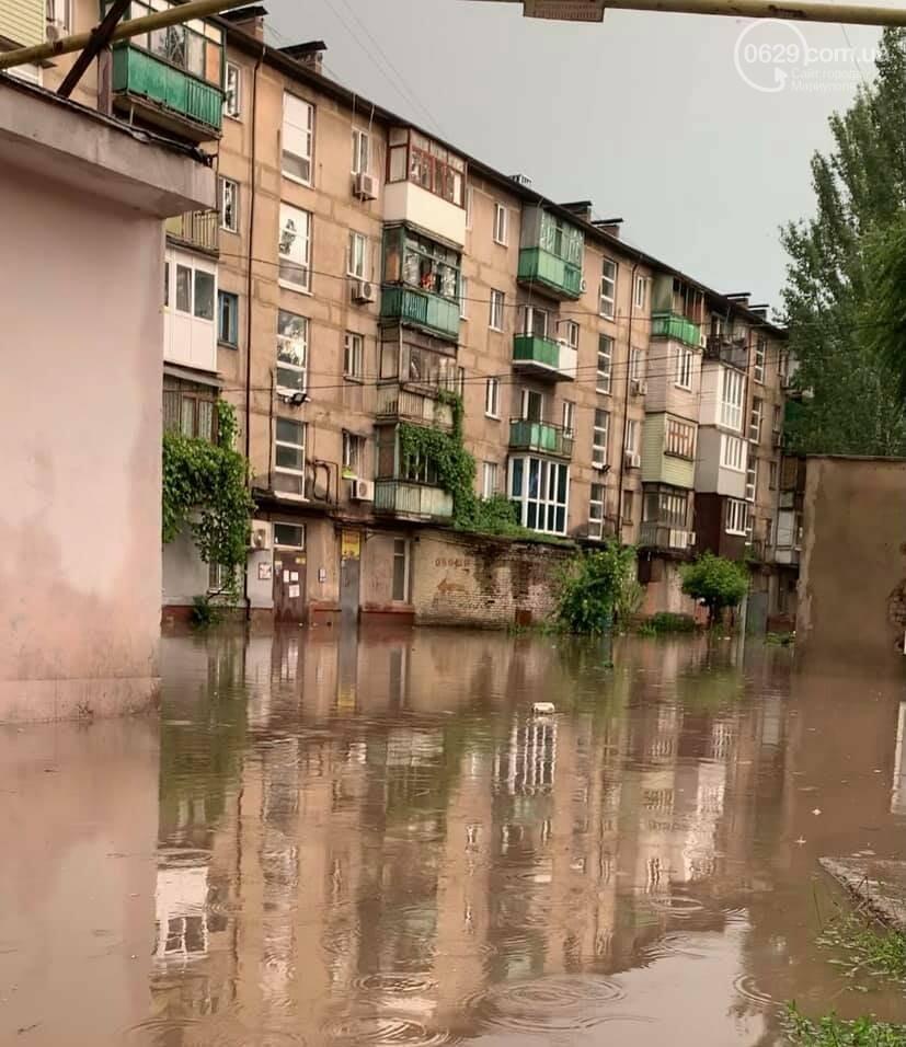 Вода по пояс, залитые магазины и дома. Как ликвидировали наводнение на площади Лунина, - ВИДЕО, фото-1