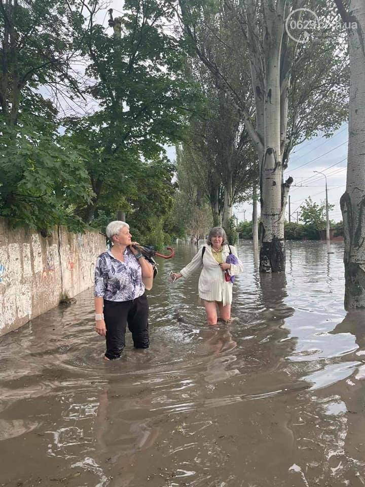 Вода по пояс, залитые магазины и дома. Как ликвидировали наводнение на площади Лунина, - ВИДЕО, фото-6