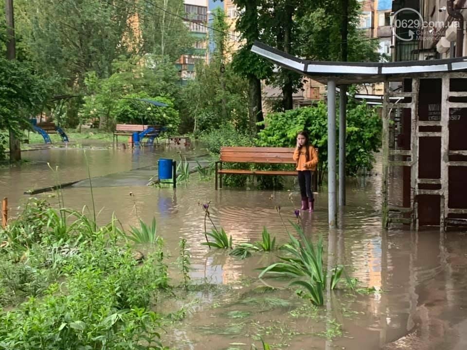 Вода по пояс, залитые магазины и дома. Как ликвидировали наводнение на площади Лунина, - ВИДЕО, фото-5