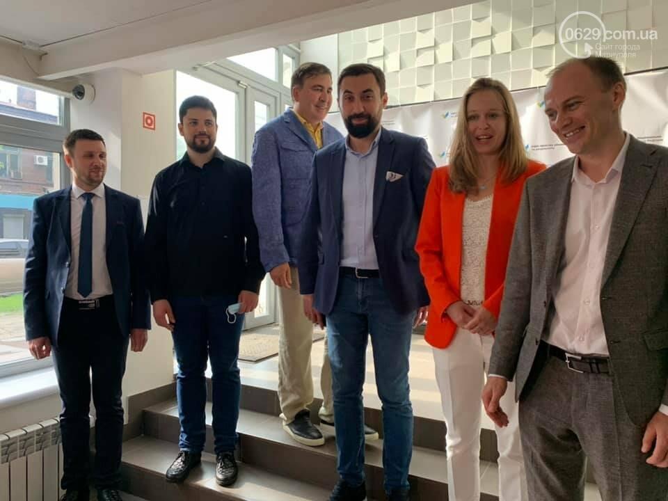 Саакашвили открыл Офис простых решений в Мариуполе. Кто за ним стоит, - ФОТО, фото-3