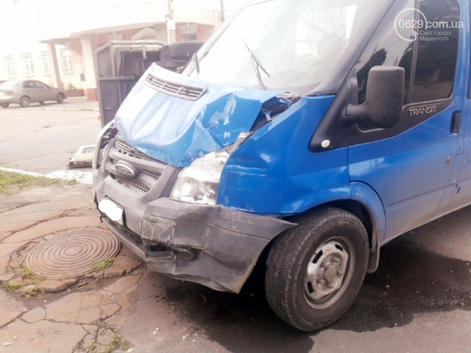 В старой части Мариуполя перевернулся микроавтобус, - ФОТО, фото-5